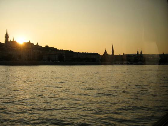 Zonsondergang op de Donau.