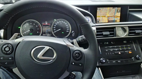 Cockpit van de Lexus IS 300h