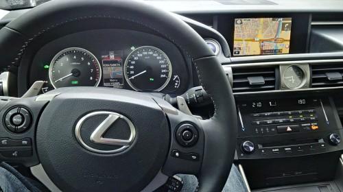 Cockpit van de Lexus IS 300h